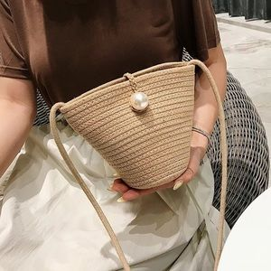 STRAW BAG WITH PEARL DETAIL